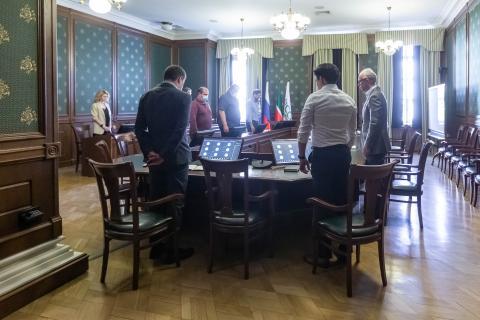 В КФУ почтили память погибших в казанской гимназии №175 минутой молчания