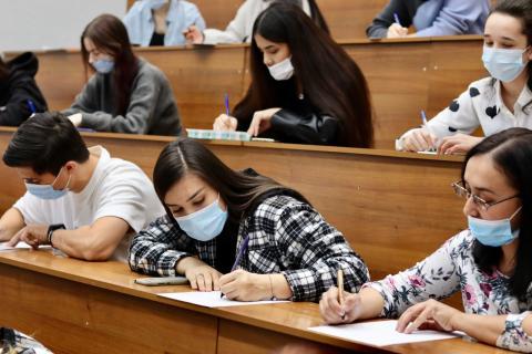 Студенты КФУ написали Толстовский диктант