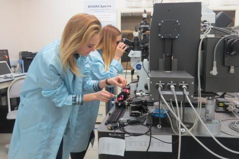 Физики КФУ установили причину разрушения покрытий оптических волокон